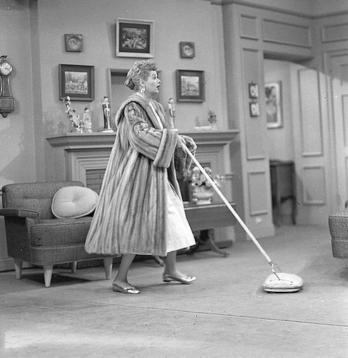 LUCY cleans